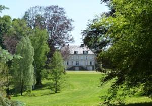 Façade nord du château Neuvic d'Ussel vue du parc © D'Ussel