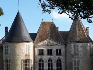 Schloss Reynel -Türme des 12. Jh. und später sowie  besondere Dachziegel©B. de Cosnac