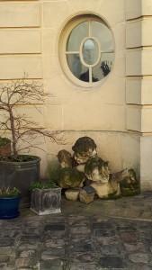 Putti-Skulpturen im Garten © B. de Cosnac